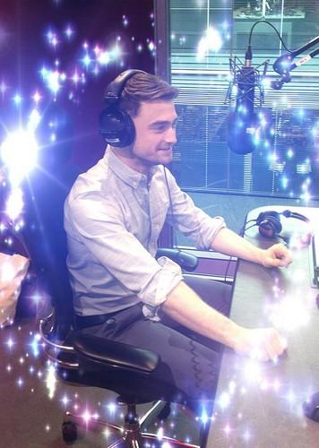 BBC Radio 1 Breakfast tampil with Nick Grimshaw (17.07)