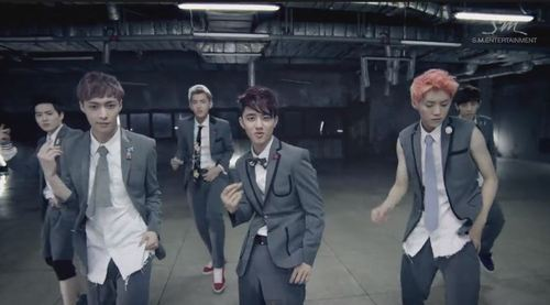 EXO ~ 'Growl' MV
