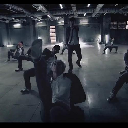 EXO ~ 'Growl' MV