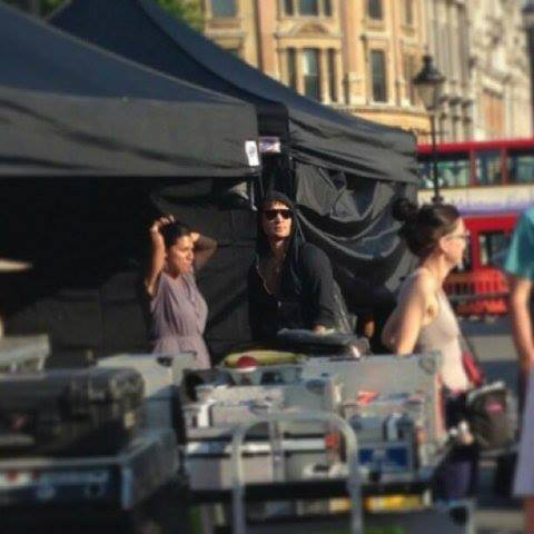 Ed out in Londres walking on set of Elementary (10.07.13)