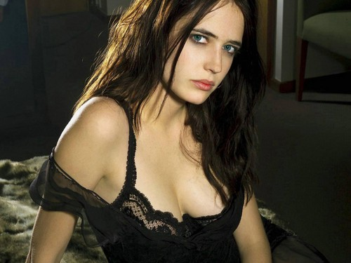 Pelakon wanita kertas dinding with attractiveness and a portrait entitled Eva Green