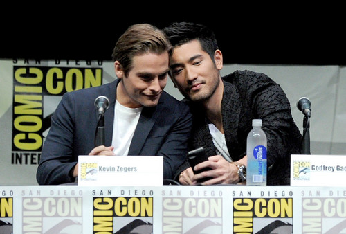Alec & Magnus hình nền called Godfrey Gao and Kevin Zegers [Comic Con 2013]