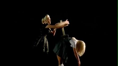 Gwen Stefani - Wind It Up {Music Video}