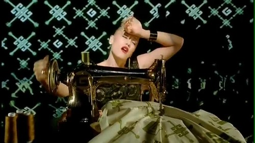 Gwen Stefani- Wind It Up {Music Video}