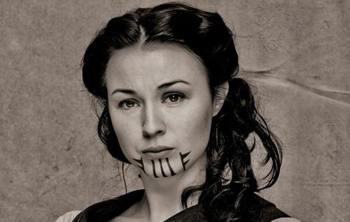Eva (Robin McLeavy)