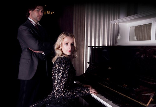 Evanna Lynch fondo de pantalla with a pianist, an upright, and a paino entitled Houdini