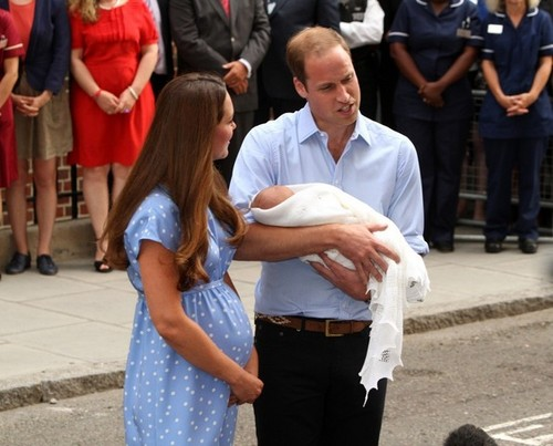 Kate Middleton and Prince William Zeigen Off Their Baby