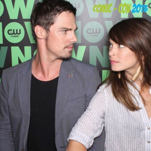 Beauty and the Beast (CW) Обои possibly with a portrait called Kristin Kreuk & сойка, джей Ryan [Comic Con 2013]