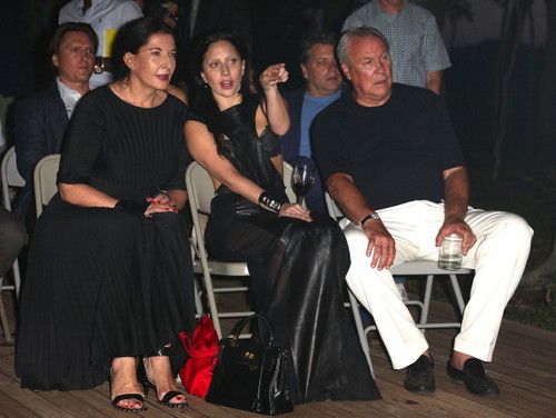 Lady Gaga At Watermill Benefit Auction with 码头, 玛丽娜 Abramović (July 27)