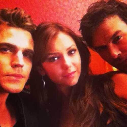 Nina and TVD Cast at the Promotional Photoshoot for Season 5