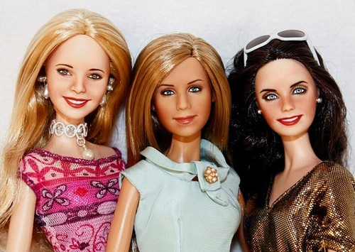 Friends wallpaper with a portrait titled Phoebe, Rachel and Monica dolls