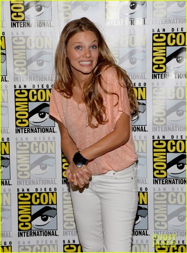 Revolution - Comic-Con 2013 - Tracy Spiridakos