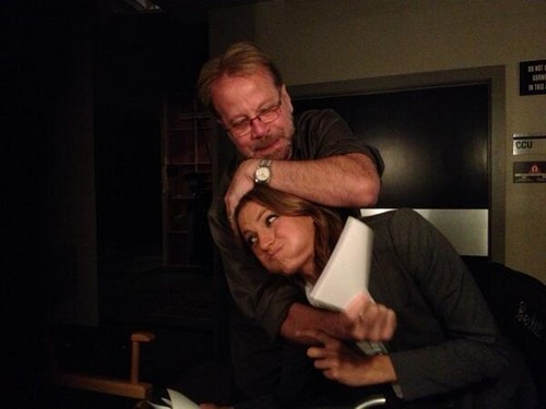 Stana Katic behind the scenes of schloss S6