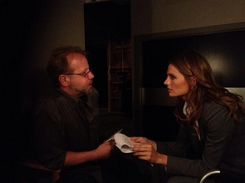 stana katic fondo de pantalla probably with a paper towel and a coffee break called Stana Katic behind the scenes of castillo S6