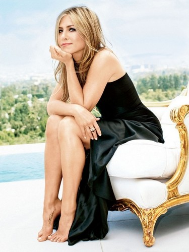 Jennifer Aniston wallpaper called jennifer aniston in 2013 GLAMOUR magazine
