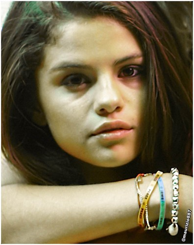瑟琳娜·戈麦斯 壁纸 probably containing a bouquet, a portrait, and skin entitled selena gomez Spring breakers 2013