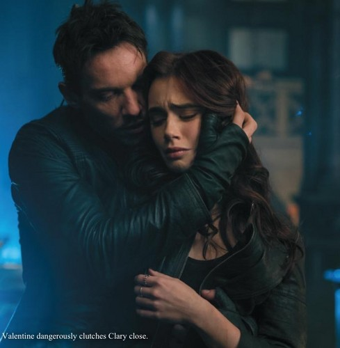 'The Mortal Instruments: City of Bones' official illustrated companion fotos
