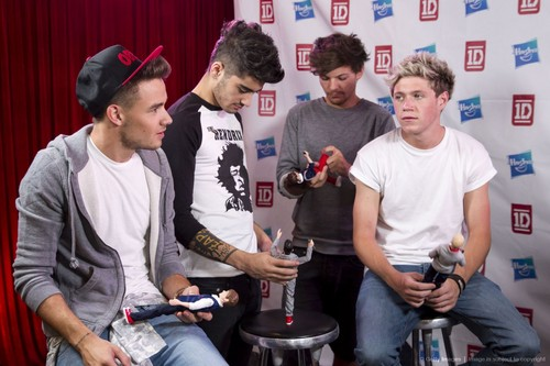 1d playing with their dolls..:D