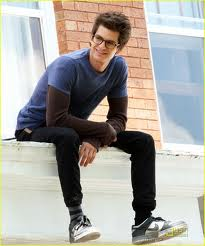 Andrew Garfield karatasi la kupamba ukuta probably with a packing box and a sign called ANDREW