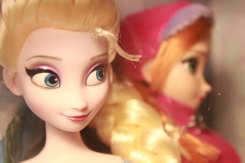 Anna and Elsa गुड़िया