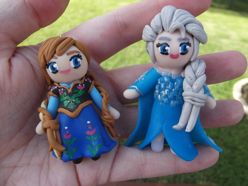 Anna and Elsa clay figures