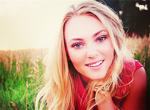 Ingrid's Graceland वॉलपेपर containing a grainfield and a portrait entitled AnnaSophia Robb ಇ