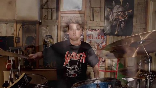 Avenged Sevenfold- So Far Away {Music Video}
