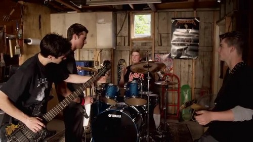 Avenged Sevenfold- So Far Away {Music Video}