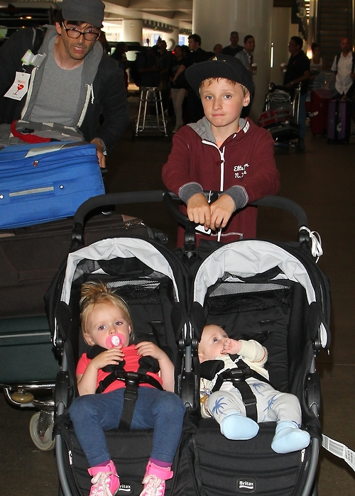 Awww!! David Tennant and his children! :D X