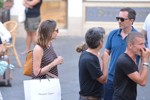 la Princesse charlotte Casiraghi fond d'écran possibly containing a sign entitled charlotte Casiraghi of Monaco is pregnant