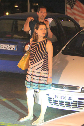 Công chúa món ăn bơm xen, charlotte Casiraghi hình nền containing an automobile, a sedan, and a hatchback entitled món ăn bơm xen, charlotte Casiraghi seen shopping for baby clothes