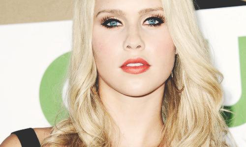Claire Holt ♥