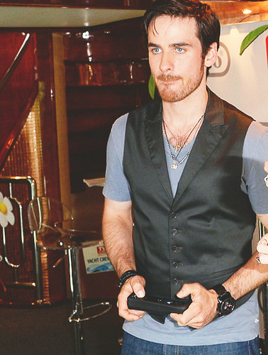 Colin O'Donoghue wallpaper containing a cleaver and a business suit entitled Colin O'Donoghue at Comic Con 2013