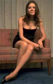 Diana Rigg kertas dinding possibly with bare legs, tights, and skin called Diana Rigg