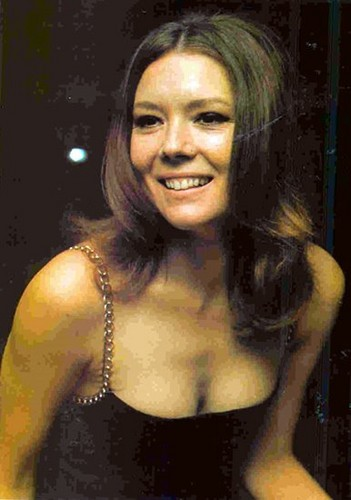 Diana Rigg kertas dinding possibly containing attractiveness, a bustier, and a portrait called Diana Rigg