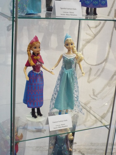 Frozen Dolls and Displays at the D23 Expo