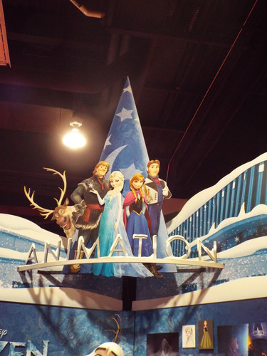 Frozen boneka and Displays at the D23 Expo