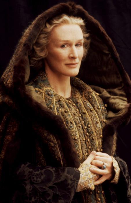 http://images6.fanpop.com/image/photos/35200000/Hamlet-glenn-close-35256096-453-700.jpg