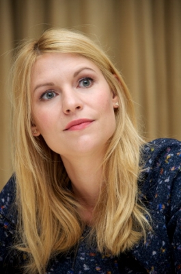 Claire Danes wallpaper containing a portrait called Homeland// Press Conference