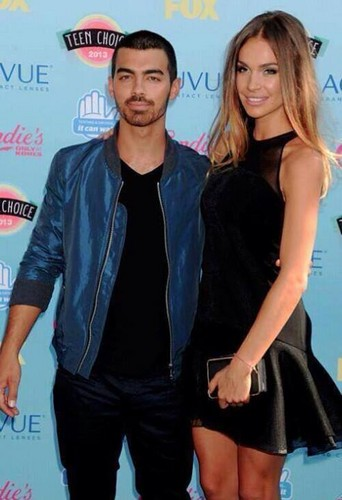 Joe Jonas And Blanda At TCA 2013