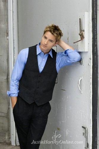 Justin Hartley Hintergrund with a business suit and a well dressed person entitled Justin - photoshoot <33333333