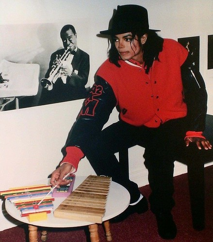 MJ playing toy xylophones!!! National Children's Museum 1990