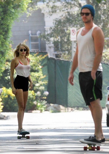 Celebrity Couples wallpaper possibly containing a tennis player, a tennis pro, and hot pants entitled Miley & liam