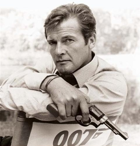 James Bond fond d'écran entitled Roger Moore 'Live&Let Die'