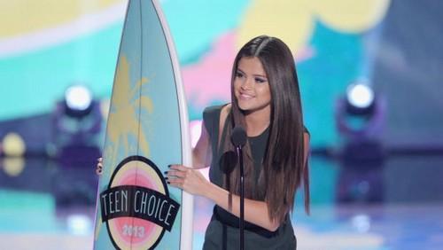 Selena at Teen Choice Awards 2013