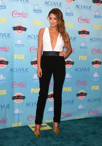 Shay Mitchell at the 2013 Teen Choice Awards
