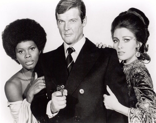 James Bond fondo de pantalla probably containing a business suit, a well dressed person, and a suit entitled Sir Roger Moore And Co-Stars, Jane Seymour And Gloria Hendry