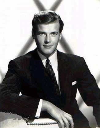 James Bond fond d'écran containing a business suit, a suit, and a three piece suit entitled Sir Roger Moore