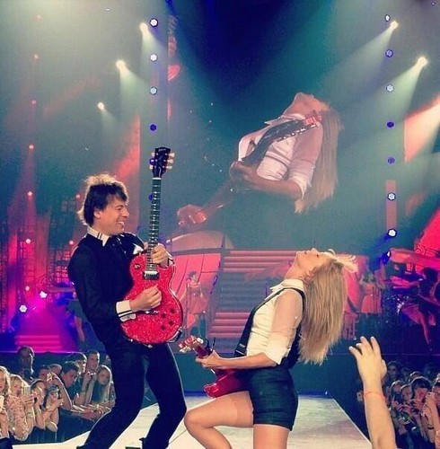 Tay on red tour
