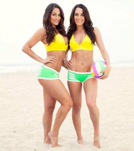 The Bellas hit the pantai